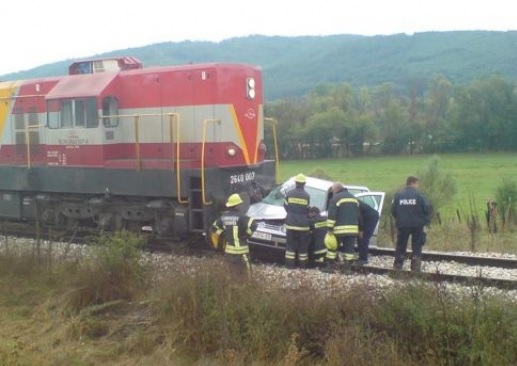 Train crushed with car in Elbasan, no victims