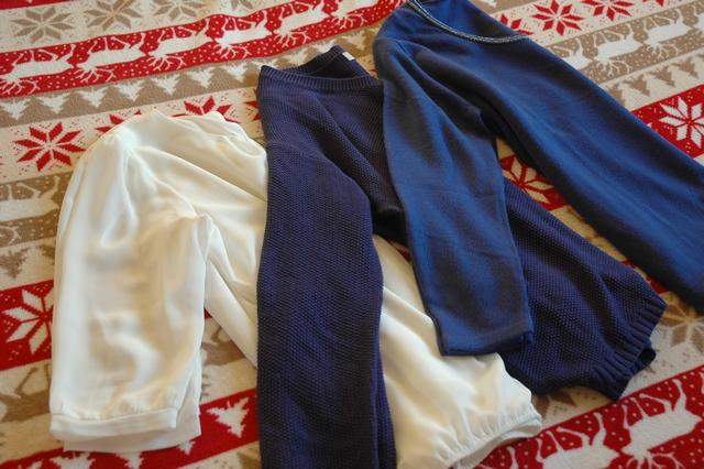 a31168441db první sekce - oblečení  ) bílá halenka vhodná na nějaké formální události a  dva modré svetry - vše z C A. tričko s tygřím potiskem z pánského oddělení  v New ...