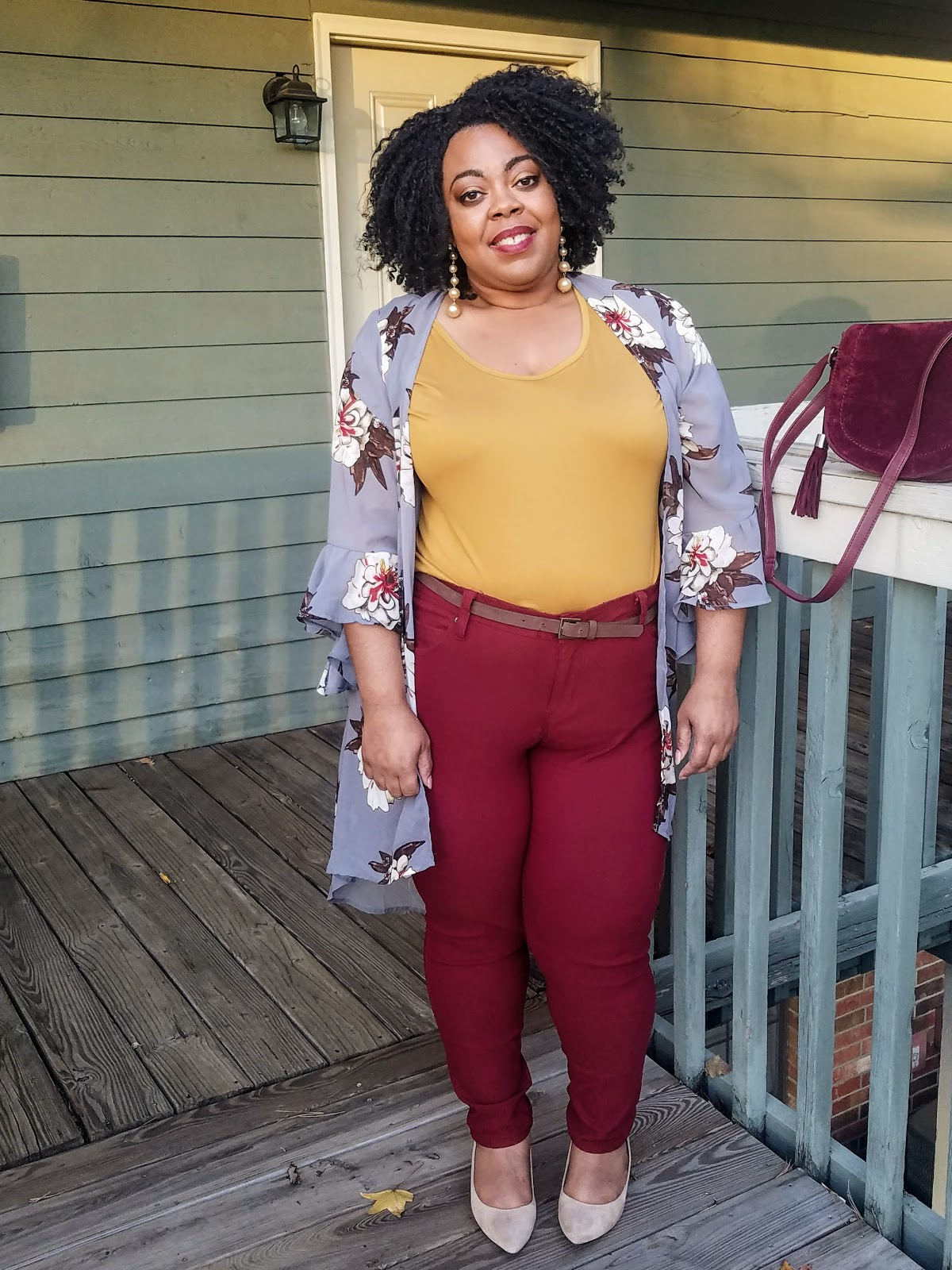 plus size blogger, duster, bell sleeves, floral print, kitten heels, gold pearls, natural hair, protective style