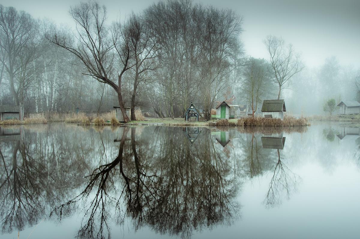 03-Viktor Egyed-Photographs-of-the-Enchanted-Fishing-Village-www-designstack-co