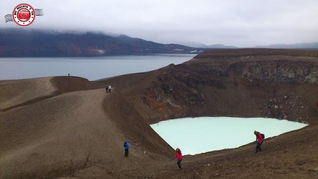 Öskjuvatn y Viti en el Askja, Islandia