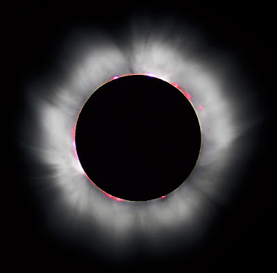 total-solar-eclipse-occurs-when-the-Moon-completely-covers-the-Sun's-disk-viewed-in-1999-solar-eclipse