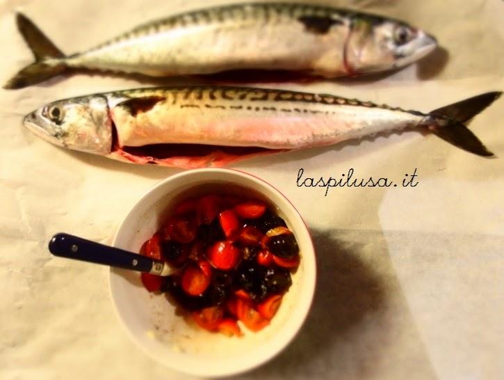 ricetta pesce al cartoccio pomodorini e olive nere