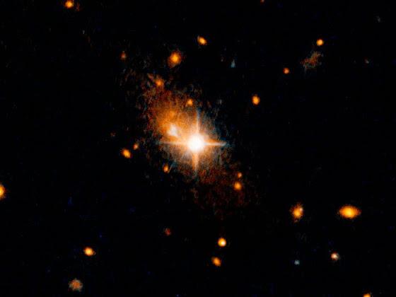 Hubble detecta buraco negro supermassivo expulso do centro galáctico