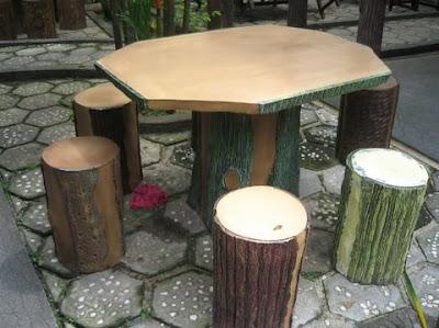 meja taman antik dari kayu