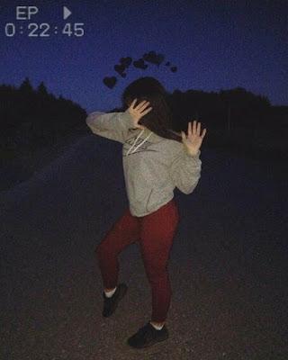poses en la noche con outfit casual