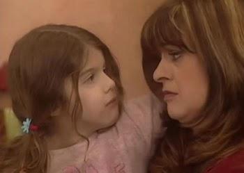 """Δεν θα το πιστεύετε! Ποιας γνωστής ηθοποιού είναι κόρη η """"Μπουλίτσα"""" από το """"Καφέ της Χαράς"""";"""