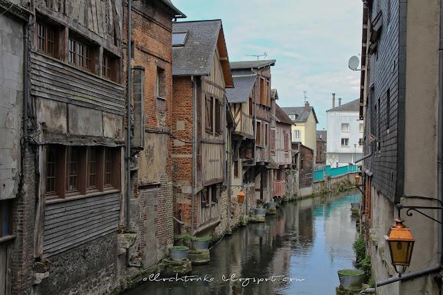 Pont Audemer to najbardziej malownicze stare i autentyczne miasteczko Normandii