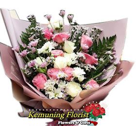 Handbouquet Bunga Segar Packing Premium <price>Rp.175.000 </price> <code>SKU-B7</code><br>Kemuning Florist Malang