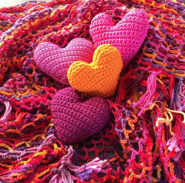 Small crochet projects, 1 ball crochet projects. Crochet hearts by Jellina Creations | Happy in Red