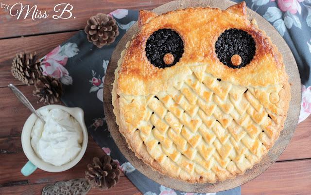 Niedlicher Eulen Pie mit Blaubeeren