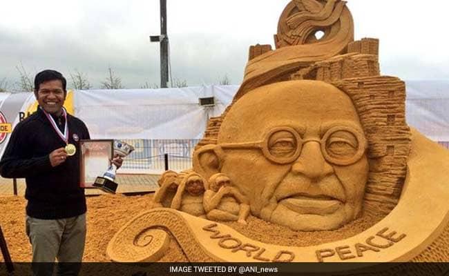 Amazing Sand Artist