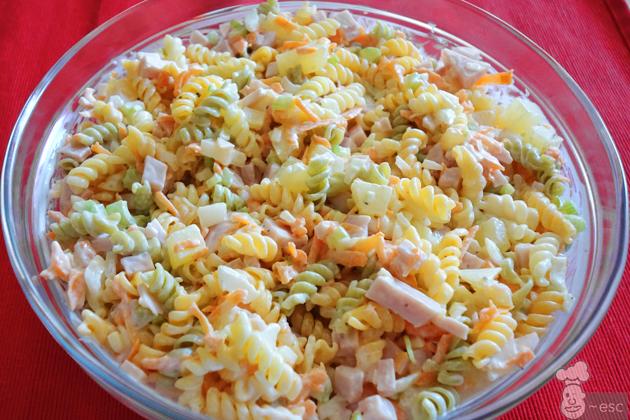 Ensalada hawaiana de pasta sencilla