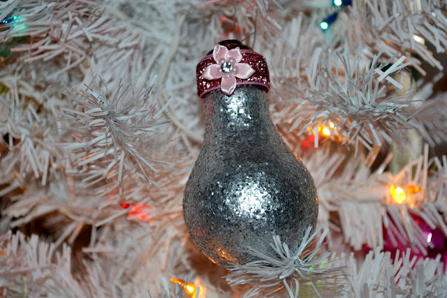 repurposed crafts, repurposed light bulbs, repurposed Christmas tree ornaments, DIY ornaments