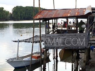 Restoran Bawah Jambatan Kuala Ibai Terengganu