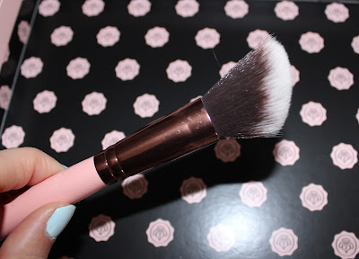 Luxie Beauty Rose Gold Large Angled Face Brush 504