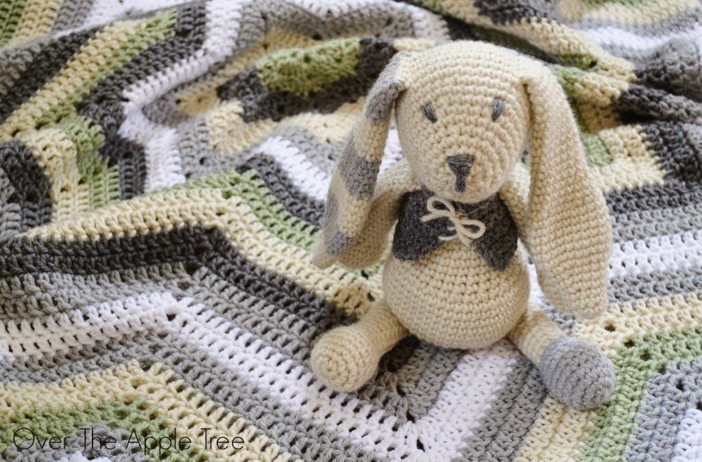 Crochet Baby Gift Set: star afghan with matching amigurumi bunny >> Over The Apple Tree