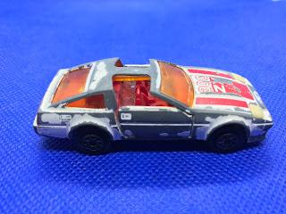 日産 フェアレディZX ターボのおんぼろミニカーを側面から撮影