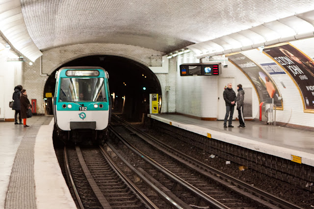 Metro per la Chiesa del Sacré Coeur-Parigi