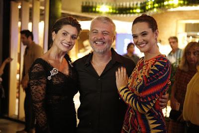 Flávia Alessandra, Fred Mayrink e Juliana Paiva no evento de 'Salve-se Quem Puder' — Foto: Artur Meninea/Gshow