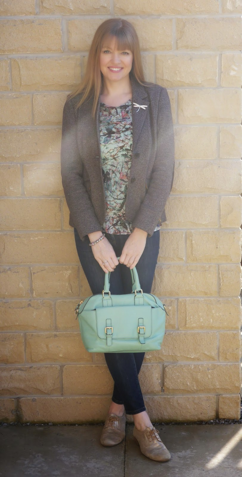 What Lizzy Loves, over 40 blogger, 40+ blogger. Jersey tweed jacket. Metallic brogues, dragonfly top, mint green bowling bag
