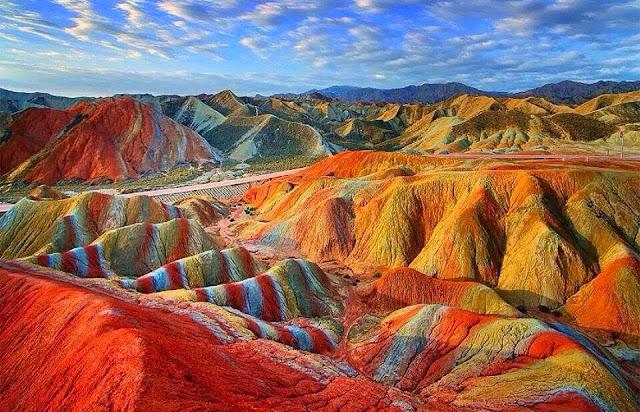 Gunung Rainbow, China