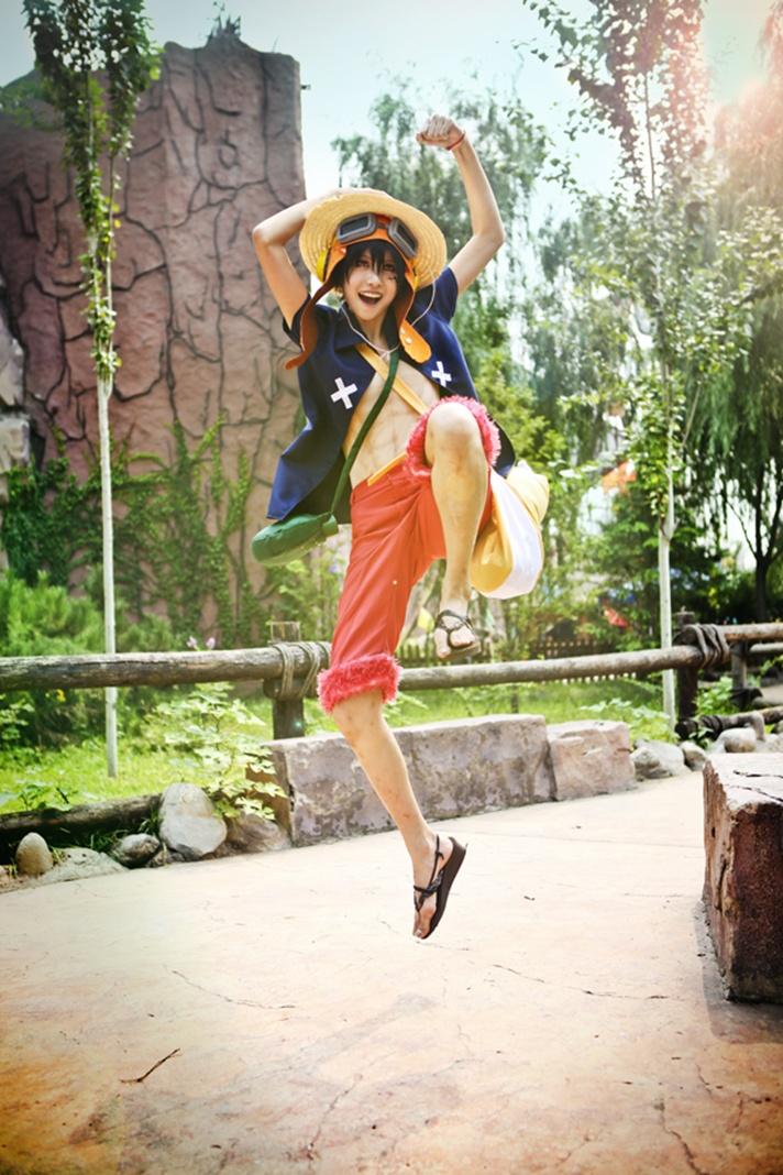 One Piece Cosplay : Mugiwara Luffy - MyAnimeGirls 2014