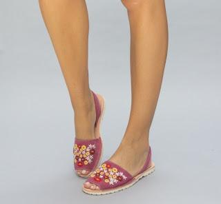 sandale roz de vara fara toc cu model cu flori