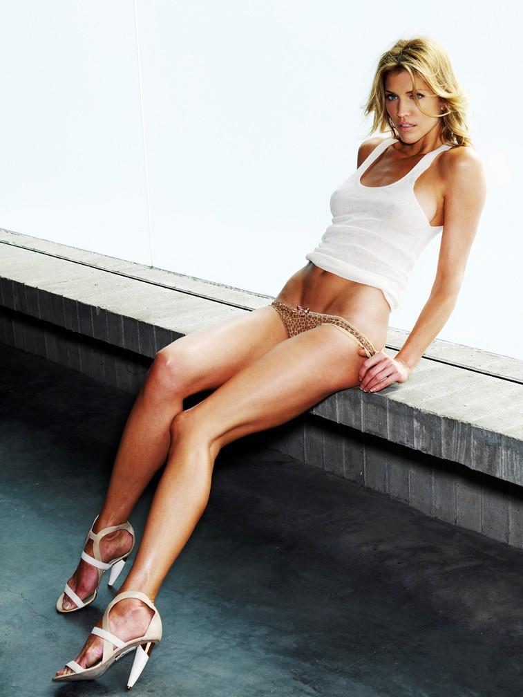 skinny vs curvy  tricia helfer hot fotos
