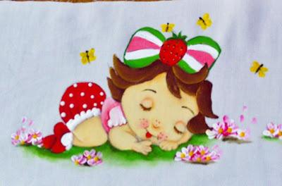 pintura em fralda moranguinho baby deitada