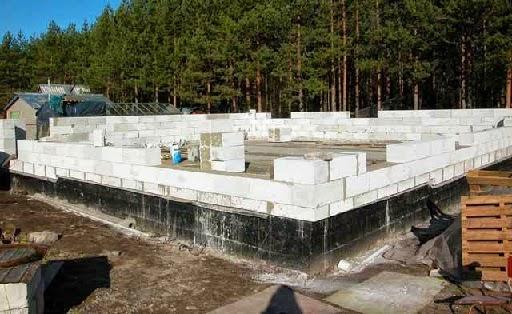 Фундамент под дом из блоков фото