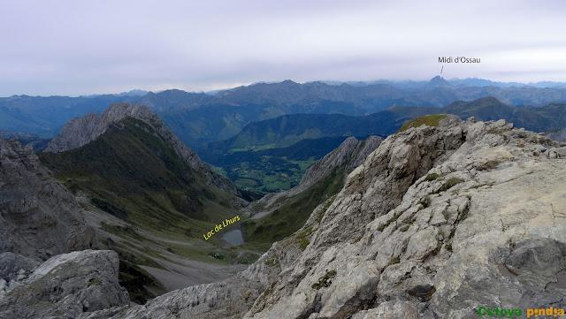 """Ruta a la Mesa de los Tres Reyes """"techo de Navarra"""" desde el Refugio de Linza en el Valle de Ansó."""