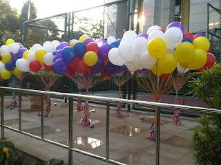 Dengan balon pelepasan menjadikan acara wedding makin lengkap