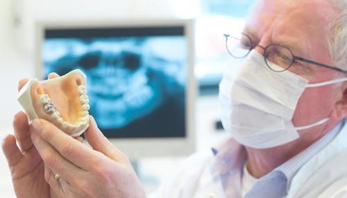 Videoaula: Novas Técnicas Cirúrgicas em Grandes Deficiências Ósseas em Implantodontia