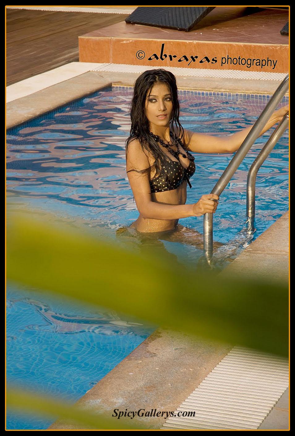 Poonam Pandey Bikin Photos-5471