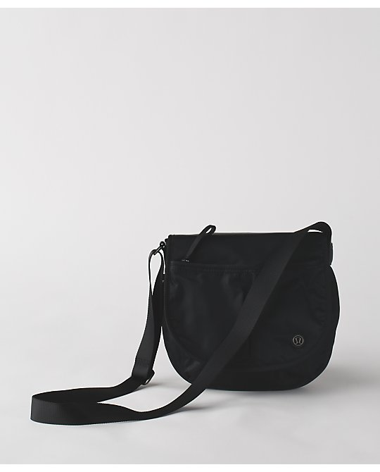 lululemon essentials-bag