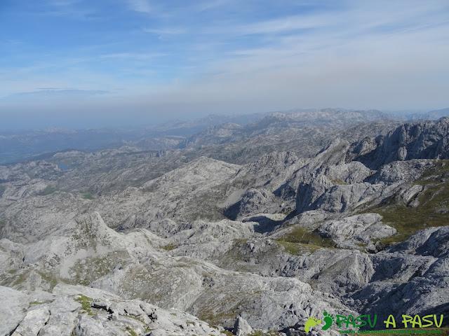 Vista de los lagos de Covadonga desde el Requexón
