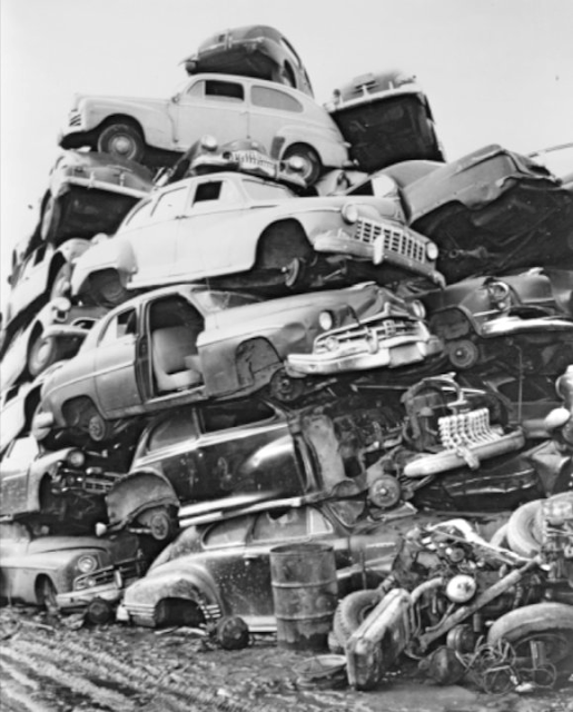 50 Vintage Photos Of Classic Car Salvage Yards And Wrecks From Between The 1940s And 1950s