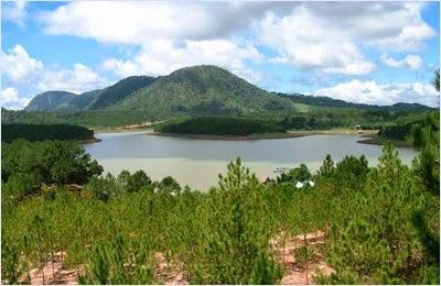 ทะเลสาบเตวียนลัม (Tuyen Lam Lake)