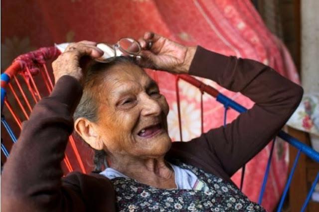 Mexicana de 96 años decidida a alcanzar su sueño: estudiar bachillerato
