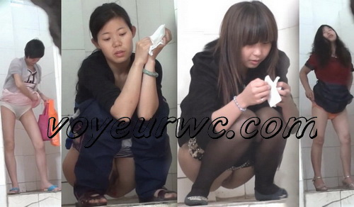 ShareVoyeur 706-784 (Young girls pee in the public toilet - hidden camera)