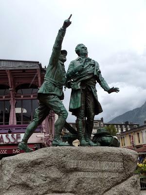 バルマ広場にはジャック・バルマとオラス=ベネディクト・ド・ソシュールの像