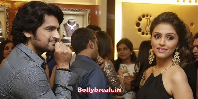 Arjan Bajwa and Aarti Chabria, Aarti Chabria & Pria Kataria Puri at The Cappuccino Collection Store Launch