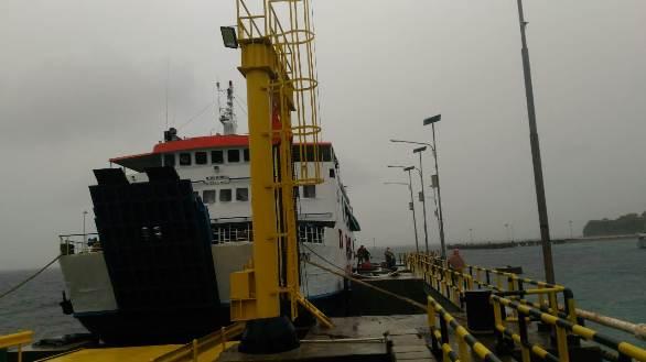 Cuaca Buruk Di Selat Selayar, Penumpang KMP Bontoharu, Turun Lewat Pintu Samping