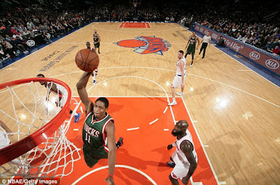 NBA : Bucks Visit Big Apple to Take on Knicks