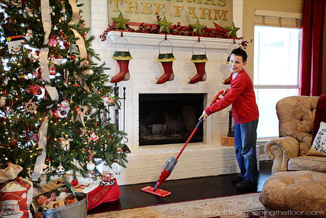 Tips for Easy Holiday Home Care | Plus holiday-style free printable chore charts!