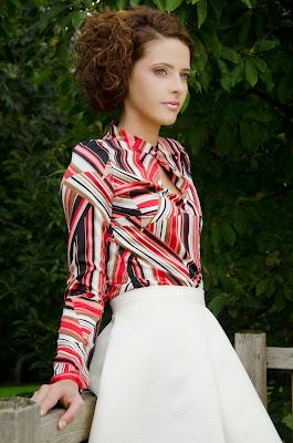 Rose B, blusa estampada semientallada de Alalá