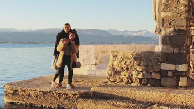 Απολαμβάνει τον έρωτα στο Ναύπλιο ο Ουίλτζερ του Ολυμπιακού