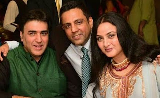 Farah Naaz Family Husband Son Daughter Father Mother Marriage Photos Biography Profile.