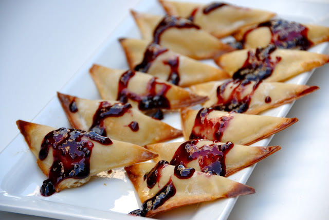 boursin wantons with berry jam appetizer